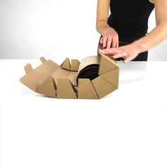 Innovative Packaging, Recyclable Packaging, Cool Packaging, Cardboard Packaging, Paper Packaging, Packaging Ideas, Packaging Design, Packing Box Design, Paper Bag Design