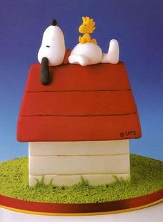 Perfect Groom's Cake for the Peanuts lover, this cake is Snoopy and Woodstock!