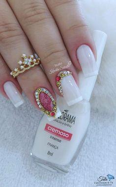 The to the last finger nail design is cute. Fabulous Nails, Gorgeous Nails, Pretty Nails, Nail Manicure, Pedicure, Nail Polish, Dope Nails, Fun Nails, Nails Decoradas