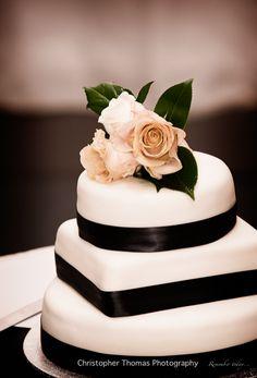 Brisbane Wedding Photographer Black and White wedding cake, Christopher Thomas Photography