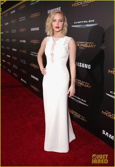 Jennifer Lawrence Stuns in Dior at 'Mockingjay' LA Premiere! | jennifer lawrence hunger games premiere 05 - Photo