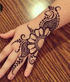 Mehndi design makes hand beautiful and fabulous. Here, you will see awesome and Simple Mehndi Designs For Hands. Mehndi Designs For Beginners, Mehndi Designs For Fingers, Latest Mehndi Designs, Bridal Mehndi Designs, Bridal Henna, Mehandi Designs, Henna Tattoo Hand, Hand Mehndi, Henna Art