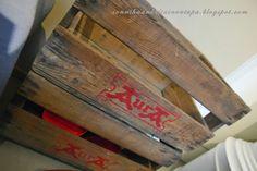 Vanha, Auran puulaatikko.  Sonnihaan keltainen tupa Baseball