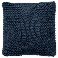 Add an extra layer of texture and style to your couch, bed, or favorite chair with the Luisa Square Throw Pillow from French Connection. The pillow features a chunky knit weave in assorted colors that adds an extra level of refinement to your space. Crochet Home, Easy Crochet, Free Crochet, Crochet Crafts, Knitting Patterns Free, Crochet Patterns, Blanket Patterns, Easy Knitting, Crochet Ideas