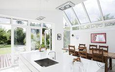 Få mere dagslys i din bolig Scandinavia Design, Scandinavian Interior, New Kitchen, Bungalow, Facade, New Homes, Bathtub, Windows, Living Room