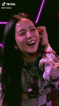 Black Pink Songs, Black Pink Kpop, Pink Movies, Blackpink Poster, Kpop Gifs, Kim Taehyung Funny, Blackpink Funny, Blackpink Members, Adrien Y Marinette