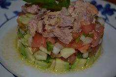 Ensalada de aguacate, tomate y atún
