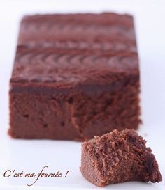 Le gâteau au chocolat de Cyril Lignac : facile, très bon, sans beurre mais mascarpone ! Moule carré utilisé un peu trop grand : 28cm. on peut diviser par 2.