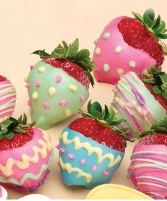 What a cute Idea for Easter! Chocolate dipped and decorated Strawberries!