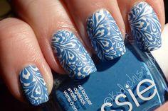 Essie - Avenue Maintain mit weissem Stamping - Kodachis Nailart #Essie #notd #stamping