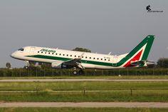 Embraer E170 EI-RDA landing at Verona Airport