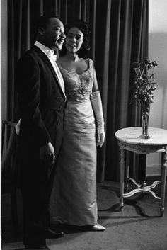 Martin Luther King Jr and his wife Coretta Scott King. (Judging by their very formal dress, I think this is from the Nobel festivities. Coretta Scott King, Martin Luther King, My Black Is Beautiful, Beautiful People, Beautiful Wife, Black Art, Photo Star, Non Plus Ultra, Vintage Black Glamour