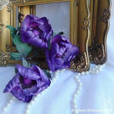 """#моиИстории букетик шелковых цветов подрастает и все больше радует меня в моей мастерской...  Анемоны.... яркие нежные цветочки, с длинными ресничками и резными листочками ...  букет получается ярким, с таким вот необычным составом: Розы """"Каркаде"""", антуриум, циртантус макена, анемоны..... до окончания осталось совсем немного... Каким декором вы наполняете свой дом? жду комментариев... есть вопросы, сомневаетесь, не можете выбрать - Пишите в Директ - всегда рада помочь и воплотить вашу мечту…"""