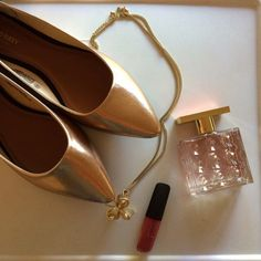 Rose gold flats Such a pretty color! They are a rose gold faux leather. The back of the heel is black. They have a pointed toe. Very cute for fall and winter outfits! Brand new with tags. Never worn. Old Navy Shoes Flats & Loafers