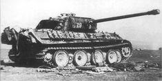 Уничтоженный в районе озера Балатон немецкий танк Pz.Kpfw. V  Ausf.G «Пантера» из 12-й танковой дивизии СС «Гитлерюгенд»