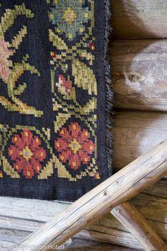 Detalj Rugs, Home Decor, Farmhouse Rugs, Decoration Home, Room Decor, Carpets, Interior Design, Home Interiors, Carpet