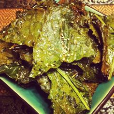Passionate Paleo: SESAME KALE CHIPS Raw Food Recipes, Snack Recipes, Healthy Recipes, Snacks, Homemade Kale Chips, Caveman Food, Veggie Chips, Healthy Eating, Healthy Food