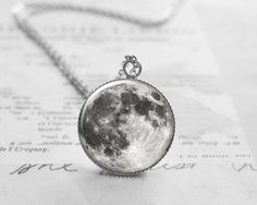 Collar, colgante de la luna llena, espacio joyería, regalo de día de San Valentín, planeta boda, boda collar, luna boda N005 la luna