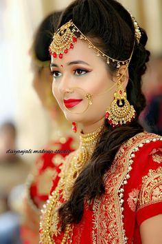 Transform Your Looks With This Advice. Women today place a very high value on beauty. A beautiful woman has it easier in life. Silver Jewellery Indian, Indian Wedding Jewelry, Silver Jewelry, Nose Jewelry, Silver Ring, Wedding Couple Poses Photography, Indian Wedding Photography, Indian Bridal Fashion, Indian Bridal Makeup