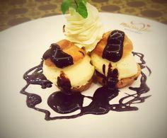 Profiteroles glacé vanille et chocolat chaud - Profiteroles with vanilla ice cream and hot chocolate sauce by #MaisonViehanoi Restaurant ♡♥♡♥