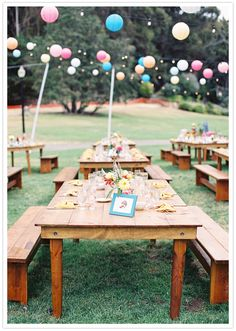 love the picnic-style reception area! // heather and stone photography + 100 layer cake.
