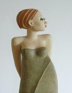 Großes Mädchen - Keramik Skulptur von Margit Hohenberger
