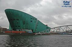 Amsterdam, Nemo è il più grande centro scientifico dei Paesi Bassi. Il palazzo che lo ospita è stato progettato dall'architetto italiano Renzo Piano.