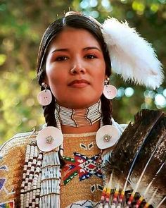 American Heritage of Native Indian culture. Native American Girls, Native American Beauty, American Indian Art, Native American History, American Indians, American Lady, Native American Costumes, Native American Pictures, American Dress