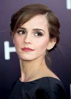 Emma Watson is so beautiful her makeup is perfect and her eyes are so gorgeous  Hermione Granger - Harry Potter Cast. Beauty