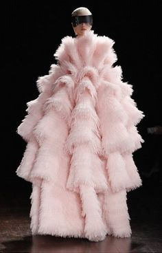 Someone, inspire me!! Everyone looks the same. Thank goodness for Alexander McQueen. F/W 2012 Paris