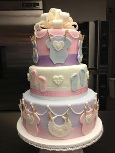 Baby shower cakes baby shower в 2019 г. Torta Baby Shower, Tortas Baby Shower Niña, Baby Boy Shower, Praline Cake, Light Cakes, Shower Bebe, Baby Shower Gender Reveal, Girl Cakes, Cute Cakes
