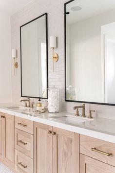 Interior design Becki Owens / Photography Rebekah Westover Layout Design, Design A Space, Bad Inspiration, Bathroom Inspiration, Interior Inspiration, Bathroom Interior Design, Home Interior, Fireclay Tile, Bathroom Renos