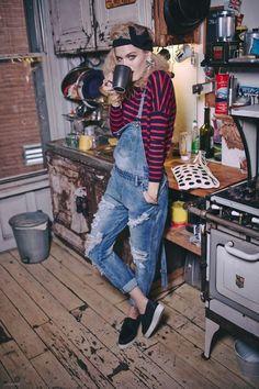 80er Jahre Look für Frauen Bluse mit langen Ärmeln mit Streifmuster, Hemdträger aus Denim, schwarzes Schwitzband