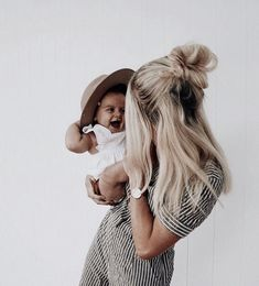 ➳ daughter of the star breather. Baby Kind, Mom And Baby, Mommy And Me, Cute Family, Baby Family, Family Goals, Cute Kids, Cute Babies, Future Mom
