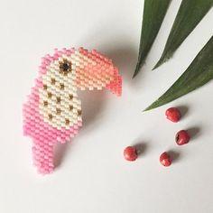 Voir des toucans roses . D'après le joli modèle de @monpetitbazar #jenfiledesperlesetjassume #perlezmoi #perlesaddict #miyuki #tropicalmood #brickstitch