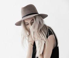 Schöner Hut aus Schurwollfilz by Janessa Leone. Hier entdecken und shoppen: http://sturbock.me/ylz
