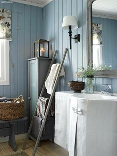 decordemon: A Swedish cottage in delightful colors Swedish Home Decor, Scandinavian Cottage, Swedish Cottage, Swedish Interiors, Swedish House, Cottage Interiors, Cottage Style, Cottage Chic, Chic Bathrooms