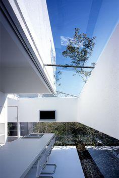 建 築: 前田圭介/ UID 一級建築士事務所  構 造: 小西泰孝建築構造設計  atelier - bisque doll