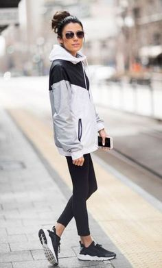 This athleisure workout outfit is so cute for the spring!