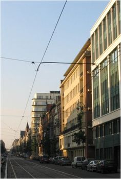 Notre première maison a Bruxelles , Av Brugmann. L'immeuble jaune a droite de la photo.