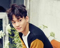 Did you catch how EXO's Chen adorably attempted to cover up his wardrobe malfunction at the '2016 MAMA'? | Koogle TV