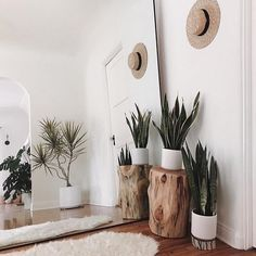 Make small spaces seem larger with a giant mirror. This idea will evolve any room into a beautiful clean space. Make small spaces seem larger with a giant mirror. This idea will evolve any room into a beautiful clean space. Decoration Inspiration, Interior Inspiration, Interior Ideas, Interior Design Ideas For Small Spaces, Modern Interior, Simple Interior, Boho Chic Interior, Small Space Design, Living Room Ideas For Small Spaces