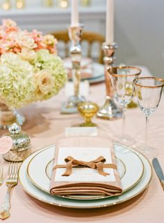 Champange color theme wedding - 7 Inspiring Tablescapes from Gloria Wong, Jubilee Lau + Lisa Lefkowitz