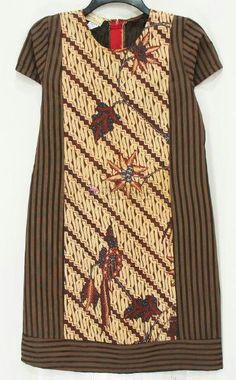 Striated batik combination – Wine World Boho Fashion Fall, Batik Fashion, Simple Homecoming Dresses, Evening Dresses For Weddings, Blouse Batik, Batik Dress, Dress Batik Kombinasi, Summer Dress Patterns, Kurti Patterns