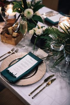 Green and Gold Wedding Table Setting Featuring Green DC Skyline Menu and Gold Place Card. Dark Teal Weddings, Emerald Green Weddings, Green Wedding Decorations, Wedding Plates, Wedding Place Settings, Green Table, Place Card, Party, Invitations