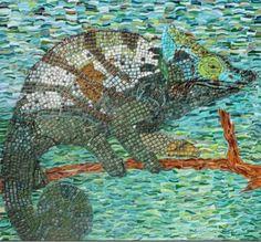 Het werk heeft een afmeting van 68 bij 68 cm. Is in zijn geheel opgetrokken uit Art glass en bevestigd op een Mdf achtergrond. De voeg is vorst en krimpvrij, met toevoeging van kleurpigmenten. Aan de achterkant is een houten frame bevestigd waardoor het door middel van staaldraad ... #mozaiek
