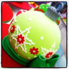 Could my this in a small pirex bowl? Christmas Goodies, Christmas Treats, Christmas Decorations, Christmas Cakes, Holiday Cakes, Xmas Cakes, Beautiful Cakes, Amazing Cakes, Gateaux Cake