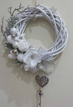 White Christmas Ornaments, Christmas Swags, Noel Christmas, Pink Christmas, Holiday Wreaths, Wreath Crafts, Diy Wreath, Christmas Crafts, Xmas Decorations