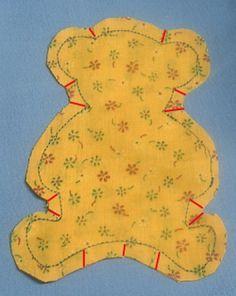 A világ legegyszerűbb plüss macija (ingyen szabásmintával) gyerek játék maci szabásminta plüss szabásminta