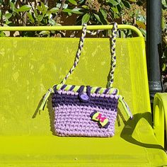 Visita la página de Facebook Las Tentaciones de Otro encargo para las peques.  Bolso bandolera en tonos morados.  Marta esperamos que te guste !!! Precio: 12€